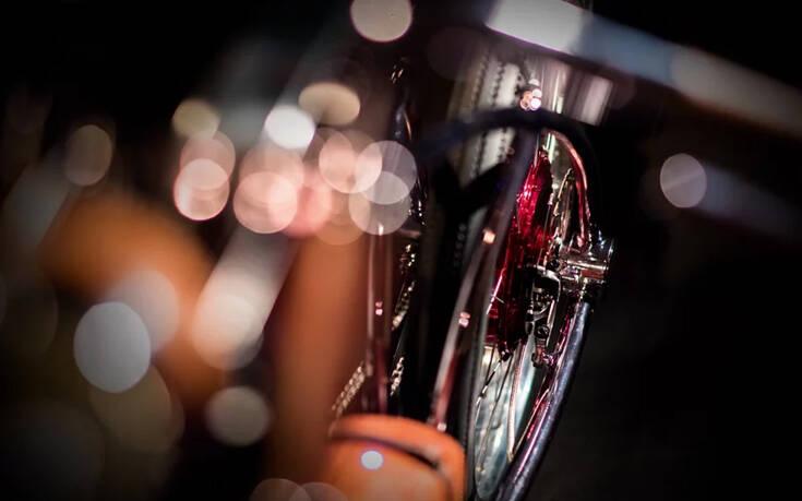 Η στιλάτη ηλεκτρική μοτοσικλέτα που φορτίζει ακόμα και με… USB – Newsbeast