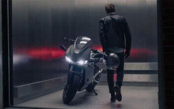 Η Zero σε ένα καθαρόαιμο sportsbike με φωτιά στην καρδιά