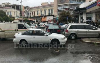 Λαμία: Δείτε εικόνες από μποτιλιάρισμα στην πλατεία εν μέσω κορονοϊού