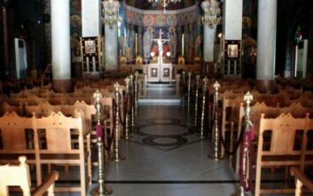Κορονοϊός: Ιερέας και πιστοί ταμπουρώθηκαν σε εκκλησία της Ηλιούπολης για τη Θεία Λειτουργία