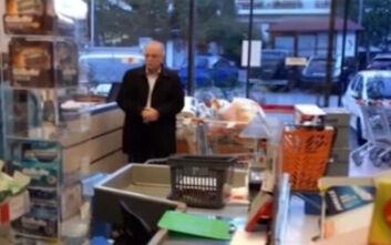 Κορονοϊός: Οργίασε το Twitter με τα γεμάτα καρότσια του Παπαδημούλη σε σούπερ μάρκετ