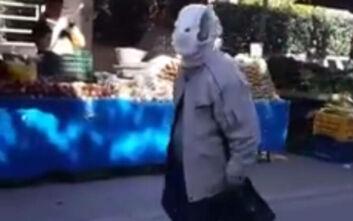Κορονοϊός: Πήγε στη λαϊκή φορώντας πάνα βρακάκι αντί για μάσκα