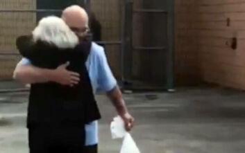 Αδίκως καταδικασμένος σε θάνατο περπατά ελεύθερος ξανά μετά από 35 χρόνια φυλακής