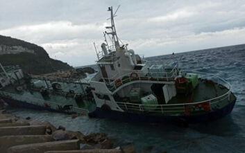 Πλοίο με 193 πρόσφυγες και μετανάστες προσάραξε έξω από την Τζιά
