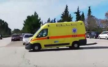 Βίντεο από τη διακομιδή στο νοσοκομείο της συζύγου του 66χρονου που έχει προσβληθεί από κορονοϊό