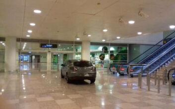 Εισβολή με αυτοκίνητο στο αεροδρόμιο της Βαρκελώνης - Φώναζαν ισλαμικά συνθήματα