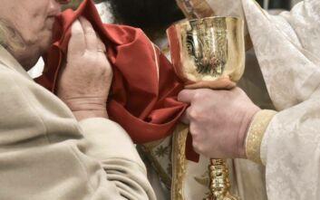 Χρήση λαβίδων μίας χρήσης για τη Θεία Κοινωνία στην Αμερική - Ικανοποίηση από τον Αρχιεπίσκοπο Ελπιδοφόρο