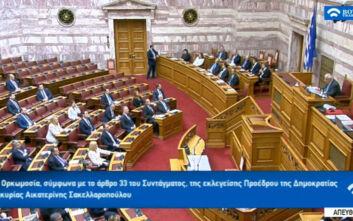 Πρωτόγνωρη εικόνα στα υπουργικά έδρανα - Κρατάνε μια θέση απόσταση ο ένας απ' τον άλλον