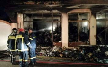 Μεγάλη πυρκαγιά σε αποθήκη ΜΚΟ στη Χίο