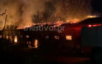 Μεγάλη φωτιά σε κτίριο στο στρατόπεδο Κόδρα στην Καλαμαριά