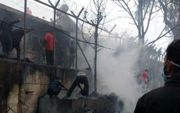 Τραγωδία στη Μόρια με νεκρό κορίτσι 6 ετών -  Η φωτιά έκαψε κοντέινερ, ξύλινα παραπήγματα και σκηνές