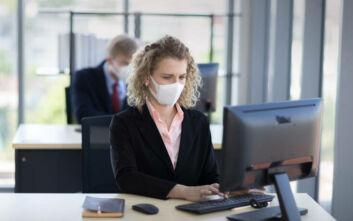 Κορονοϊός: Τι οφείλουν και τι απαγορεύεται να κάνουν οι εργοδότες - Όσα ισχύουν για τις άδειες και τους μισθούς