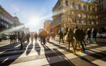 Κορονοϊός: Φοβισμένοι οι Έλληνες - Ένας στους δύο ανησυχεί για την οικονομική του κατάσταση