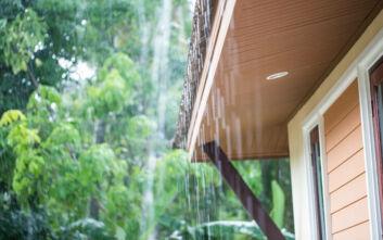 Καιρός: «Μένουμε σπίτι» με βροχές