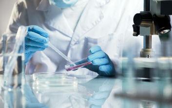 Κορυφαία λοιμωξιολόγος για κορονοϊό: Είμαστε πιο κοντά σε θεραπεία παρά σε εμβόλιο