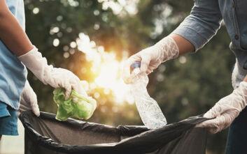 Πώς να συσκευάζουμε σωστά τα σκουπίδια μας για να περιοριστεί η διάδοση του κορονοϊού
