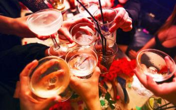 Lockdown στην Ελλάδα: Πότε δεν απαγορεύεται η πώληση αλκοόλ