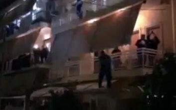 «Πάρτι» σε μπαλκόνια στο Παλαιό Φάληρο με λαϊκά έφερε παρέμβαση της ΕΛΑΣ