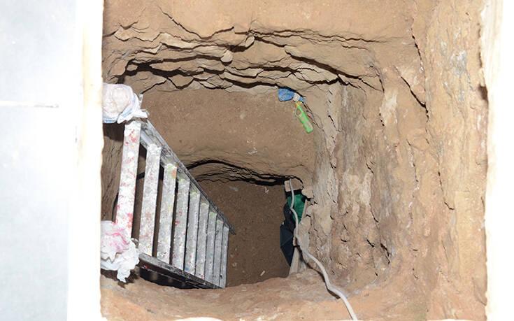 Αντιτρομοκρατική: Φωτογραφίες από το υπόγειο τούνελ σε μονοκατοικία στα Σεπόλια και τον βαρύ οπλισμό
