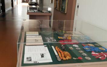 Η τραγιάσκα του Καραμανλή, το ακριβό ρολόι του Παπανδρέου και τα τιμητικά παράσημα του Ράλλη