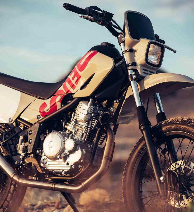 Η Deus έβαλε χέρι στη Yamaha που οδηγούσε ο Ράμπο στο «Πρώτο αίμα» – Newsbeast