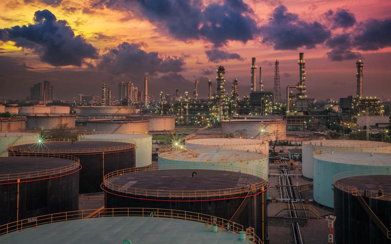 Το «κραχ του αιώνα» στο πετρέλαιο και τι προβλέπεται για την επόμενη μέρα