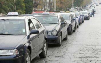 Κορονοϊός - Θεσσαλονίκη: Πώς βιώνουν τη νέα πραγματικότητα οι οδηγοί ταξί - «7,5 ώρες χωρίς πελάτη»