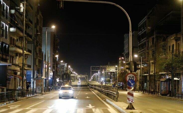 Άρση μέτρων αλλά χωρίς νυχτερινές βόλτες: Η «αυστηρή σύσταση» για περιορισμένη κυκλοφορία μετά τις 12 το βράδυ