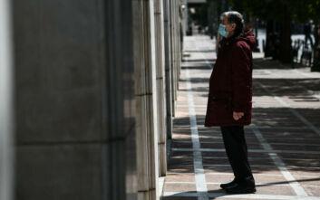 Κορονοϊός: Ένας στους δύο πιστεύει ότι θα κολλήσει