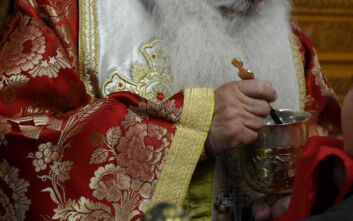 Εκπρόσωπος Ιεράς Συνόδου: Αδιαπραγμάτευτη η θεία κοινωνία - «Ο Χριστός που είναι μέσα στο άγιο ποτήριο, δεν μπορεί να επιτρέψει το θάνατο»