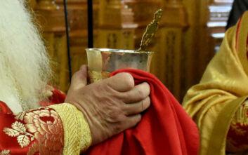 Κρητικός ιερέας: Αν δεν μεταδίδονται ασθένειες με τη Θεία Κοινωνία τότε δεν θα χώριζαν ζευγάρια από θρησκευτικό γάμο