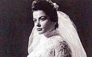 Η σπάνια φωτογραφία με την πανέμορφη Ζωζώ Σαπουντζάκη ντυμένη νύφη σε ηλικία 18 χρόνων