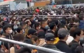Απίστευτες εικόνες με κοσμοσυρροή στην Κίνα μετά από την άρση της καραντίνας