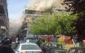 Μεγάλη φωτιά σε πολυκατοικία στα Τρίκαλα