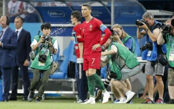 FIFA: Να παίρνουν κίτρινη κάρτα όσοι παίκτες φτύνουν στο χορτάρι