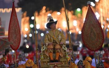 Κορονοϊός: Ο Βασιλιάς της Ταϊλάνδης... βαρέθηκε την καραντίνα με το χαρέμι του και κάνει αεροπορικές βόλτες