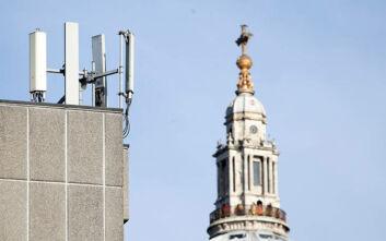 Επιθέσεις σε κεραίες 5G στη Βρετανία λόγω... θεωριών συνωμοσίας που τις συνδέει με τον κορονοϊού