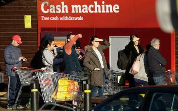 Κορονοϊός Βρετανία: Αλυσίδα σούπερ μάρκετ αίρει τους περιορισμούς γιατί ο κόσμος ψώνιζε μόνο τα απολύτως απαραίτητα
