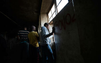 Ο εφιάλτης του κορονοϊού στη Νότια Αφρική: «Δεν έχουμε ούτε νερό να πλύνουμε τα χέρια μας»