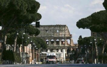Κορονοϊός στην Ιταλία: Αστυνομικοί πάνε τις συντάξεις στους ηλικιωμένους