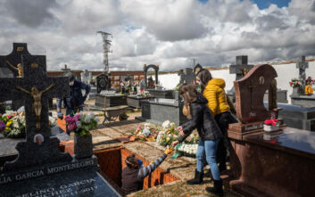 Κορονοϊός: Μαύρη μέρα στην Ισπανία - 950 νεκροί μέσα σε μία νύχτα, 10.003 συνολικά