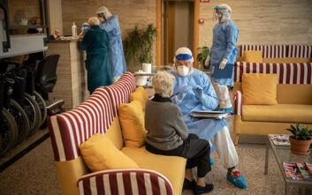 Συνεχίζονται οι έλεγχοι για κορονοιό σε γηροκομεία στην Αττική
