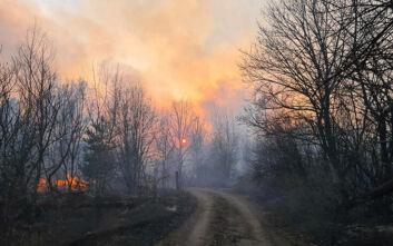 Σε απόσταση «αναπνοής» από το πυρηνικό εργοστάσιο του Τσέρνομπιλ η φωτιά στην περιοχή