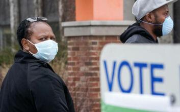 ΗΠΑ: Χιλιάδες ψηφοφόροι στις κάλπες στο Ουισκόνσιν με αποστάσεις ασφαλείας