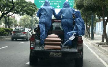 Κορονοϊός: Κρατούμενοι στο Εκουαδόρ φτιάχνουν φέρετρα