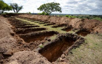 Κορονοϊός: Νεκροθάφτες ανοίγουν νέους τάφους υπό το φόβο αύξησης των νεκρών στην Αργεντινή