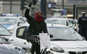 Διαδήλωση κατά της απαγόρευσης των αμβλώσεων, εν μέσω κορονοϊού στην Πολωνία
