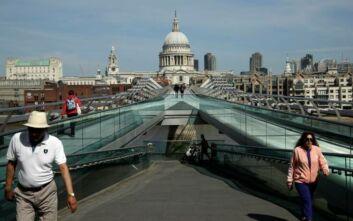 Δημοσκόπηση στη Βρετανία: Τέσσερις στους πέντε ανησυχούν για τις συνέπειες του κορονοϊού