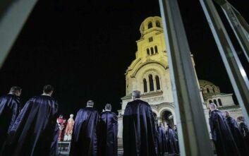 Βουλγαρία: Εκατοντάδες πιστοί έκαναν Ανάσταση στις εκκλησίες παρά τις απαγορεύσεις λόγω κορονοϊού