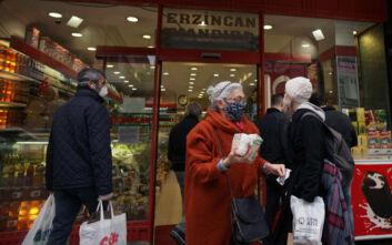 Αύξηση κρουσμάτων κορονοϊού στην Τουρκία - Στο τραπέζι νέα μέτρα